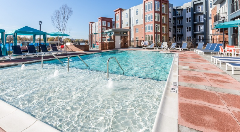 Bull House Apartments Pool