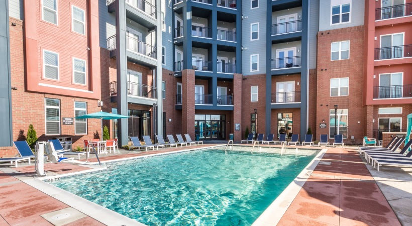 Bull House Apartments Pool2